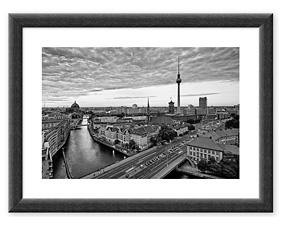 Berlin (2015) BW Rahmen thumbnail