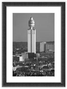 Henninger Turm (2012) BW Rahmen