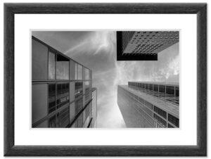 Three Skyscrapers (2013) BW Rahmen